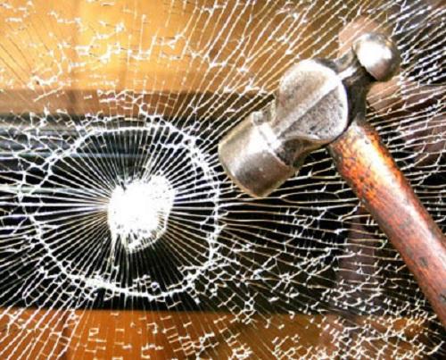 Cửa kính cường lực chống trộm có an toàn?