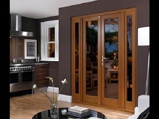 Cửa kính cường lực khung gỗ - Nét mới cho ngôi nhà đậm chất châu Âu
