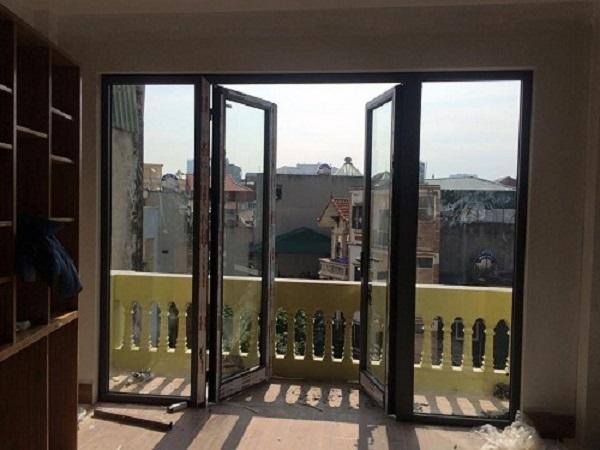 Gợi ý vị trí thích hợp lắp đặt cửa đi 4 cánh nhôm kính