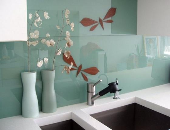 Kính cường lực màu làm mới không gian căn bếp của gia đình bạn