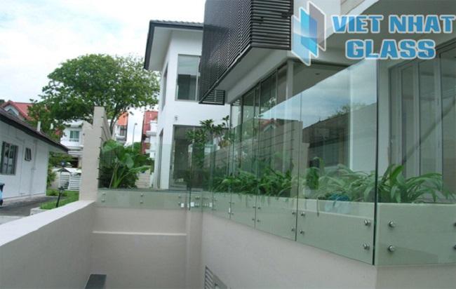 Mở rộng không gian ngôi nhà với lan can kính cường lực