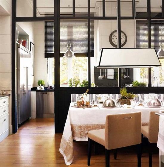 Phong cách thiết kế vách ngăn kính phòng khách và bếp