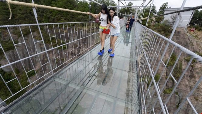 Trung Quốc xây xong cây cầu bằng kính dài nhất thế giới