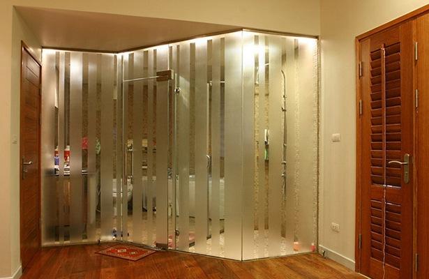 Những phòng tắm mở giúp không gian thoáng hơn