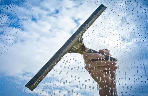 Vệ sinh cửa nhôm kính cho sạch để sống trong bầu không khí trong lành